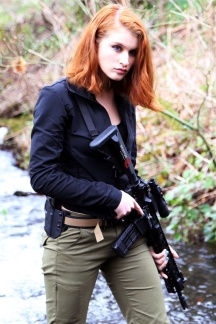 Girls with Guns 003