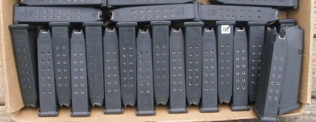 medium_28562262-pile-of-glock-22-15-rd-40-s-w-mags-15-00-ea